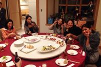 半期総会の写真です。若い女性も多くコミュニケーションは盛んです。