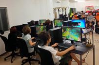 社内にはゲーム研究のためのプレイスペースも完備。