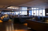 ビル内には広々とした食堂も完備され、ワンコインでランチを楽しんだりもできます。
