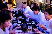 年4回の社内イベントは全事業部参加で毎回大盛況。夏には京都らしく納涼床での飲み会も。