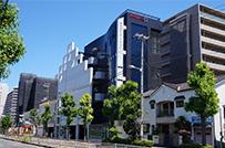 エースタイル自社ビル。<br />1階、2階のクリニックは福利厚生で割引利用。