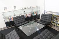 来客用のスペース。ゆったりお座りいただけます。