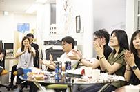 毎月開催される「シメ会」で成果の振り返りと社員同士の絆を深める
